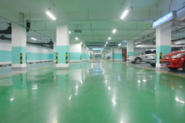停车场固化剂地坪的养护方法。